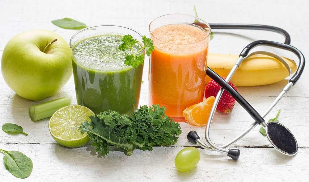 שייק ירוק, שייק כתום, פירות בצבעים שונים, וסטטוסקופ